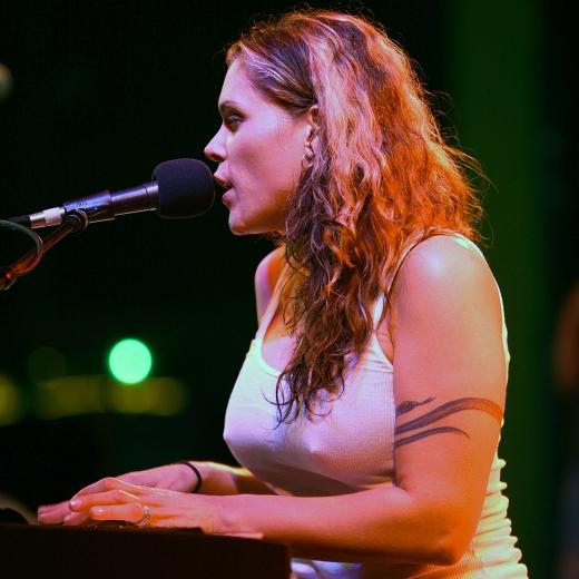 Beth_Hart_at_San_Diego_Indie_Music_Fest_04