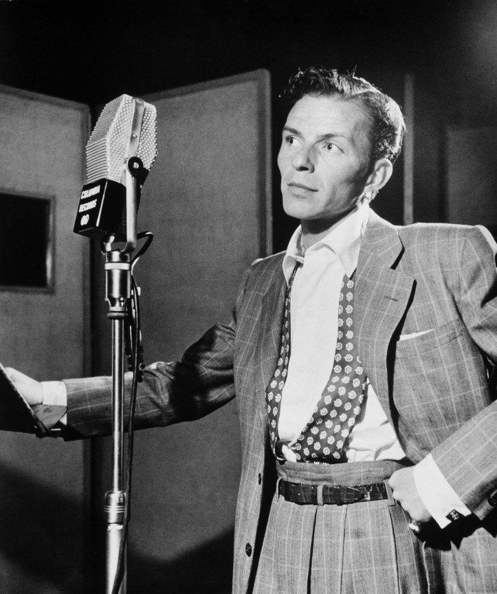 Frank Sinatra canta in studio lo swing